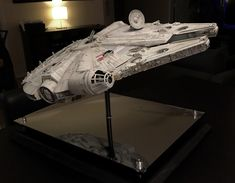 My Bandai Perfect Grade Millennium Falcon -finished! Leia Star Wars, Star Wars Boba Fett, Star Wars Clone Wars, Star Wars Art, Star Trek Action Figures, Millennium Falcon Model, Perfect Grade, Star Wars The Old, Lego Girls