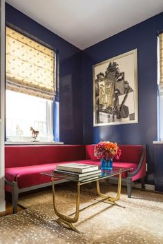 By Carolina George: super chic apartment. High gloss blue walls, vintage brass touches, antelope carpet and not one but two built in banquettes! Interior S, Interior Decorating, Interior Design, Decorating Ideas, Style At Home, My Living Room, Living Spaces, Built In Bed, Apartment Chic