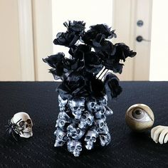 Spooky, yet elegant, this vase is sure to turn heads! @DecoArt @skull @halloween #decoartprojects #skull #halloween
