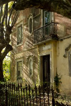 CURB APPEAL – another great example of beautiful design. Balcony, Sintra, Portugal photo via prensada. Sintra Portugal, Spain And Portugal, Beautiful Ruins, Beautiful Homes, Beautiful Places, Simply Beautiful, Abandoned Buildings, Abandoned Places, French Country House