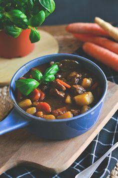 I adore cinnamon- subiektywny blog kulinarny o zapachu cynamonu: Irlandzki gulasz wołowy z piwem Guinness The Heat, Guinness, Chili, Soup, Cooking, Blog, Recipes, Kitchen, Chile