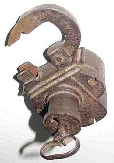 Cadenas anciens et leurs clefs, histoires des clés et leurs serrures.  MO.The form and style looks German maybe Nuremberg