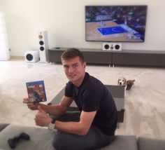 @ToniKroos: I'm getting ready for the new NBA-Season with #NBA2K and my @dallasmavs. #MFFL  11.9.15
