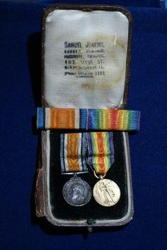 King George onderscheiding en miniatuur victory medaille eerste wereldoorlog.