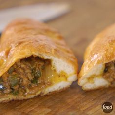 Food network recipes 255016397636795539 - All eyes on these hearty meat pies! Source by foodnetwork Food Network Recipes, Cooking Recipes, Healthy Recipes, Cooking Pasta, Top Recipes, Meat Pie Recipes, Stuffed Bread Recipes, Easy Meat Pie Recipe, Taco Bell Recipes