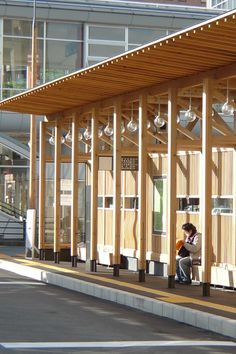 連なるペンダント照明 Architecture Model Making, Timber Architecture, Timber Buildings, Canopy Architecture, Concept Architecture, Architecture Details, Timber Roof, Timber House, Roof Design