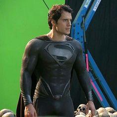 Superman with his Black suit 🌟❤😘 Black Superman, Superman Man Of Steel, Superman Baby, Henry Cavill Justice League, Mundo Superman, Dc Comics, Superman Henry Cavill, Superman Movies, Superman Stuff