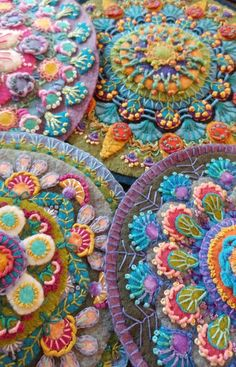ideas embroidery stitches wool penny rugs for 2019 Motifs Applique Laine, Wool Applique Patterns, Felt Applique, Embroidery Patterns, Wool Applique Quilts, Block Patterns, Quilt Patterns, Embroidered Quilts, Hand Applique