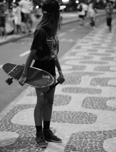 girl skate in rio Girls Skate, Skate 3, Moda Skate, Skate Longboard, Skater Girl Outfits, Grunge, Skateboard Girl, Indie, Hipster