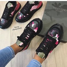 Discover recipes, home ideas, style inspiration and other ideas to try. Cute Sneakers, Casual Sneakers, Cute Shoes, Sneakers Fashion, Fashion Shoes, Valentino Camo Sneakers, Sneaker Dress Shoes, Black Nike Shoes, Baskets