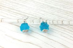 Boucles d'oreilles Argent 925 perles en verre de Murano filé au chalumeau Bleu clair-transparent dépoli : Boucles d'oreille par auverredoz