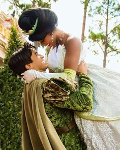 Tiana and Naveen Walt Disney Pictures Movies, Disney Animated Movies, Disney Films, Disney Princes, Disney Nerd, Cute Disney, Disney Dream, Tiana And Naveen