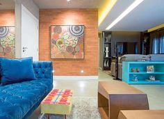 Olá Gente!! Estava vendo a revista Casa & Construção e vou ter que compartilharesse apê que achei muito descolado!! O projeto é da Arquiteta Marina Barotti, de São Paulo, se quiserem dar uma olhadinha no site dela:http://www.barottiarquitetura.com.br/. O projeto pede exatamente o que o proprietário pedia: Ousadia!! Gente, é isso! Eu ameiiii esse apartamento, achei …