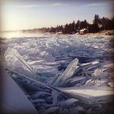 Лед на озере Байкал.