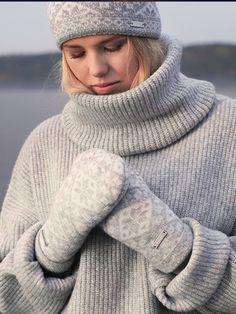 Keep warm with wool - Lämpimät villavaatteet Ootd Winter, Bts Taehyung, Keep Warm, Mittens, Casual Looks, Fall Outfits, Beanie, Turtle Neck, Socks