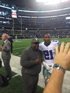 Cedric the Entertainer cheering on the Cowboys #DallasCowboys #INDvsDAL