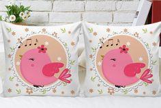 Almofadas personalizadas com passarinho rosa, para lembranças de aniversário e decoração infantil.