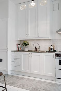 Kitchen design in scandy style. We read on the site and do not repeat them! # scandi_kitchen Design Source by helloivybush . Beautiful Kitchen Designs, Beautiful Kitchens, Cool Kitchens, Kitchen Buffet, Kitchen Decor, Kitchen Cabinets, Kitchen Ideas, 10x10 Kitchen, Soapstone Kitchen