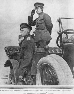 WAR EASTERN FRONT 1914 - 1918 (HU 110905)   Aleksander Kerensky, the Prime Minister of Russia and Supreme Commander-in-Chief of Russian Army, saluring marching troops from his staff car.