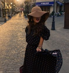 Dress and floppy hat