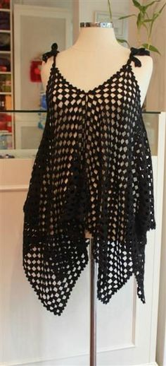 4 big granny squares that you assemble together, 4 strings to put at the top corners to attach them on the shoulders and you will have a great beach coverup