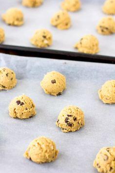 Tarun suklaahippukeksien ohje on herkullinen ja superhelppo No Bake Cookies, Baking Cookies, Sweet Pastries, Food Inspiration, Bakery, Food And Drink, Sweets, Cooking, Desserts