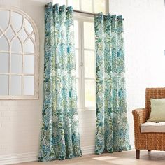 Fully lined with easy-to-hang grommet construction, our Clara curtain boasts a colorful floral print that makes it a wonderful addition to any room. Drapes And Blinds, Green Curtains, Floral Curtains, Grommet Curtains, Neutral Bed Linen, Bed Linen Design, Minimalist Room, Custom Drapes, Queen Bedding Sets