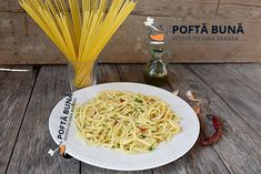 Paste aglio, olio, peperoncino (reteta traditionala italiana) Aglio Olio, Pasta Recipes, Gin, Spaghetti, Penne, Ethnic Recipes, Food, Youtube, Meal
