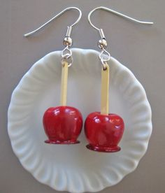 Food Jewelry Candied Apple Earrings by Artwonders on Etsy Weird Jewelry, Funky Jewelry, Cute Jewelry, Handmade Jewelry, Jewlery, Funky Earrings, Diy Earrings, Gold Earrings, Polymer Clay Charms