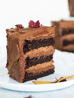 Black out chokladtårta (Brinken Bakar) Baking Recipes, Cake Recipes, Dessert Recipes, Sweet Desserts, Cake Decorating, Sweet Tooth, Sweet Treats, Food Porn, Food And Drink