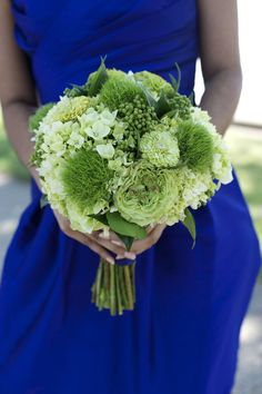 green wedding flower bouquet, bridal bouquet, wedding flowers, add pic source on… Bridal Bouquet Blue, Ribbon Bouquet, Flower Bouquet Wedding, Green Hydrangea Bouquet, Green Bouquets, Bouquet Flowers, Green Flowers, Bouquet Champetre, Wedding Bouquets