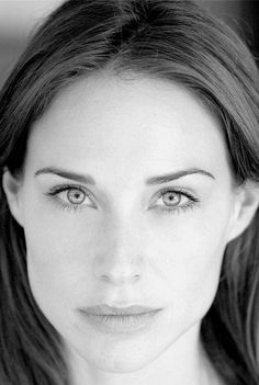 Pictures & Photos of Claire Forlani - IMDb Claire Forlani, Monica Belluci, Looks Black, Girl With Curves, Celebrity Portraits, Face Framing, Black And White Portraits, Pretty Eyes, Interesting Faces