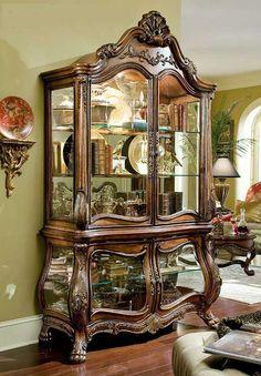 Usaria no closet na parte de cima usaria para guardar joias e na parte de baixo adaptaria para guardar bolsas de festas e pequenas em geral em gavetas.