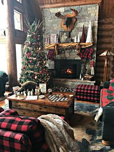 Christmas Mantle- Buffalo Plaid Stockings and Rustic Decor - christmas dekoration Cabin Christmas Decor, Christmas Lodge, Beautiful Christmas Decorations, Christmas Fireplace, Christmas Mantels, Country Christmas, Christmas Fun, Holiday Decor, Xmas