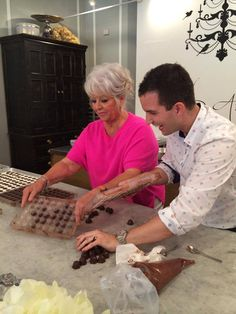Paula making chocolate with Adam Turoni! You know these two are giggling up a storm! Making Chocolate, How To Make Chocolate, University Of South Carolina, Georgia On My Mind, Paula Deen, Savannah Chat, Ms, Travel, Viajes