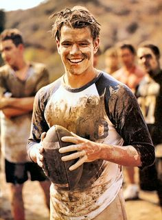 Rugby shirts tend to look great on guys. Matt Damon is no exception. Logan Lerman, Amanda Seyfried, Pretty People, Beautiful People, Beautiful Hearts, Normal Guys, Shia Labeouf, Bae, Star Wars