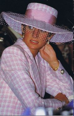 Pin By Mayra Torres On Princess Diana Princess Diana Family Princess Diana Fashion Lady Diana