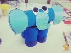Elefante hecho por conos  de papel