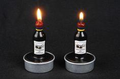 2 petites bougies en forme de bouteille de Bordeaux. Pour tous les amoureux de vin ! L´étiquette montre le Château Duhart-Millon à Paulliac - bien sûr un Grand Cru Classé. Une fois la bougie est allumée La durée est env. 5 heures. Également disponibles individuellement.