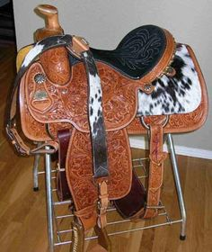 LOVE THIS!!!!!!! I WILL HAVE THIS SADDLE SOMEDAY!!!! :)