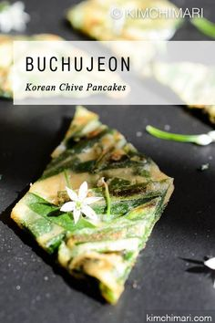 Korean Chive Pancake (Buchujeon) with Chive Flowers! Korean Chive Pancake (Buchujeon) uses Garlic Chives and is simple to make but tastes amazing. Korean Pancake, Chive Flowers Recipe, Korean Appetizers, Korean Food Side Dishes, Best Korean Food, Asian Recipes, Garlic Recipes, Garlic Chives, Cooking