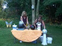 New Mosaic Bird Bath Bowling Ball Ideas Mosaic Flower Pots, Mosaic Pots, Mosaic Birds, Mosaic Garden, Mosaic Glass, Mosaic Crafts, Mosaic Projects, Broken China Crafts, Statues