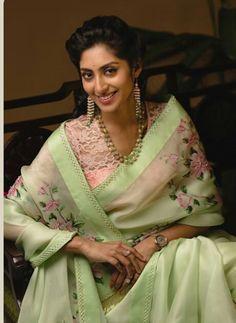 Organza Saree, Drape Sarees, Indian Attire, Indian Wear, Saree Blouse Designs, Dress Designs, Indian Bridal Sarees, Saree Photoshoot, Saree Trends