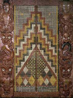 Taonga Whakairo (carved treasure) by tohunga whakairo (master carver) Rangi Hetet in the Wellington, New Zealand national office of LINZ (Land Information New Zealand). Two of his daughters weaved the tukutuku (lattice work) in the center of the artwork. Maori Patterns, Ethnic Patterns, Polynesian People, Flax Weaving, Maori Designs, Maori Art, Kiwiana, Indigenous Art, Weaving Techniques
