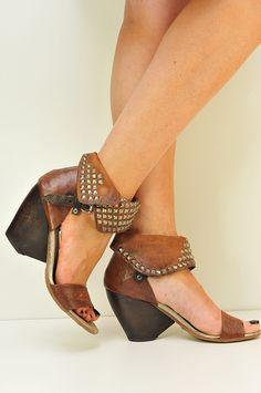 Boutique Airstep, La Séguinière et Cholet. | Cute Shoes, Me Too Shoes, Awesome Shoes, Boho Shoes, Shoe Show, Boot Socks, Designer Heels, Brown Beige, Shoe Game