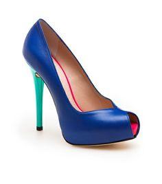 Stuart Weitzman  VICTORIA Seguici diventa nostra fan ed entrerai nel mondo fantastico del Glamour  Shoe shoes scarpe fashion chic luxury street style moda donna