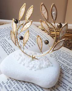 Πρωτότυπες μπομπονιέρες γάμου μεταλλικό στεφάνι ελιας-αρχαιοελληνικο από φιλντισι με βάση από πετρα!μοναδική φινέτσα καλεστε 2105157506