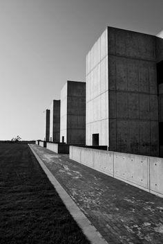 Salk Institute for Biological Studies.La Jolla, California. 1959. Louis Kahn