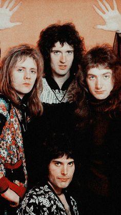 Roger Meddows Taylor, Brian Harold May, John Richard Deacon, Farrokh Bulsara Queen Photos, Queen Pictures, Queen Love, Save The Queen, Rock Queen, Queen Band, John Deacon, Kill La Kill, Bryan May