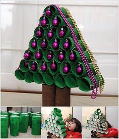 Egyszerű és mutatós karácsonyi dekorációk papír gurigából